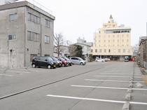 【駐車場】屋外駐車場80台を完備☆