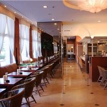 □デザート&レストラン【カフェラルゴ】 店内
