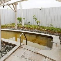 1階の露天風呂(男風呂)