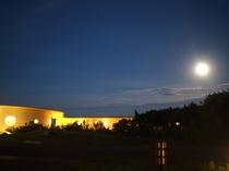 台風後の満月