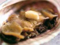 9. 獲れたてアワビのステーキ。さっとバター焼いてお召し上がりください。(一例)