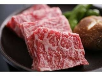 4. 但馬牛ステーキ。陶板焼きでどうぞ。