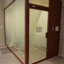 4階 喫煙スペース(お部屋は全室禁煙でございます)