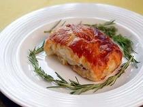 牛ヒレをパイ生地で包み焼きこんだお肉料理です。