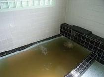 海草を布袋にいれてエキスを溶かし出したお風呂です