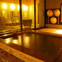 源泉掛け流しの大浴場