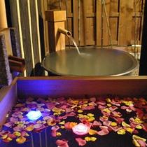 バラ風呂…のんびり贅沢に