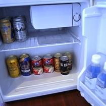 お部屋に設置している冷蔵庫にはお飲み物をご用意(有料)