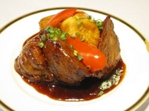 ボリューム満点、お肉料理!!