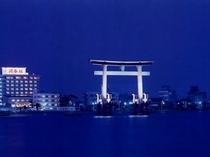 〓浜名湖弁天島、鳥居の絶景を眺める好立地の宿です。
