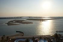 ■景色■宿から望む、目の前のプールと浜名湖と鳥居