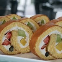 【600×600】フルーツロールケーキ