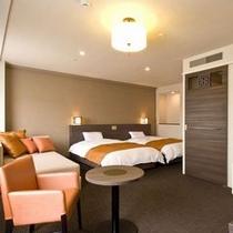 ■ラージツインルーム 26㎡ ベッドサイズ:120㎝×205㎝×2台+ソファーベッド1台