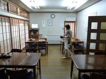 実家のような優しく落ち着いた雰囲気の食堂