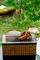 【秋料理】【松茸炭火焼】姿のままの松茸を焼きながら召し上がっていただきます