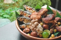 【秋料理】松茸の宝楽焼は秋の会席の一品です。松茸と秋の味覚を蒸し焼きにしていただきます