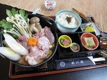 【通年料理】あっさり京地どり鍋御膳♪最後までスープが美味しいお鍋です。