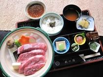 【通年料理】丹波牛陶板焼き御膳♪口当たりの良さと旨みを堪能できます。