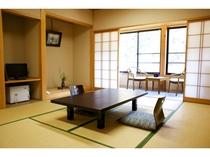 和室10畳(2~4名様客室でWIFI利用できます。ゆったりと寛いでいただけます