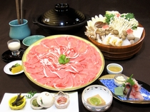 【通年料理】【京丹波高原豚の京風白みそ鍋】