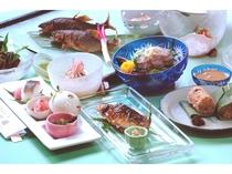 【夏料理】夏の会席。直前に生簀から上げて調理する旬の鮎は絶品です