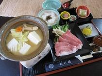 【通年料理】美山豚と京野菜の白味噌鍋御膳♪京野菜やお豆腐と共にしゃぶしゃぶでお召し上がりください