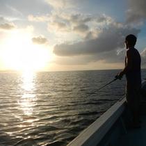 *釣りツアー/朝日やサンセットを見ながらの釣りは景色にも癒されます。
