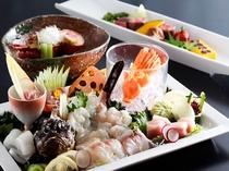 伊勢えびの具足煮、和牛ステーキ、旬魚(夏はおこぜ等)の姿造り