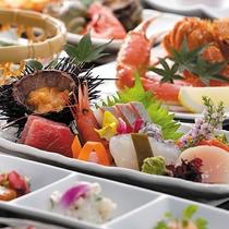 *夕食一例/積丹直送の生ウニは夏期限定!季節ごとの旬の海の幸を存分にお楽しみください。