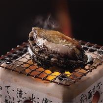 *夕食一例/人気の名物・アワビの踊り焼き。北国ならではの肉厚なアワビをご堪能ください。