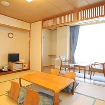 *和室10畳一例/岩内の町並みと日本海を一望できる海側のお部屋。夜は夜景も見られます☆