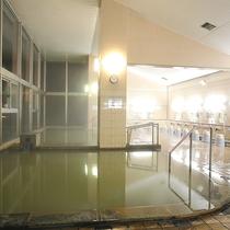 *男性用大浴場/日帰り利用も人気の温泉。8時~20時以外は宿泊者専用でゆっくり入れます。
