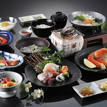*海宝御膳/アワビの踊り焼きやズワイ蟹はもちろん、イクラやグレードアップ食材が堪能できます。