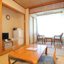 *和室6畳一例/夜は積丹半島へと延びる美しい光の帯「北海道四大夜景」もご覧いただけます。