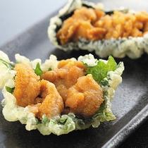 *≪夏期限定≫別注料理・生ウニの天ぷら950円/人気メニューを是非お見逃しなく。