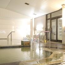 *女性用大浴場/広々入れる内湯。夜は24時まで、朝は5時から入浴可能です。