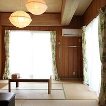 *客室/畳でゴロリできるのが嬉しい和室。全室ミニキッチンとベランダ付。