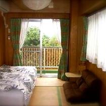*客室/畳にベッドのお部屋。のんびりとおくつろぎいただけます。
