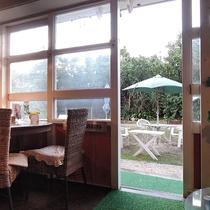 *施設内のカフェ。人気のメニューはゴーヤチャンプルーとアグー丼♪