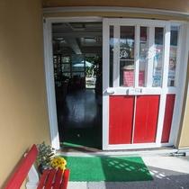 *外観/沖縄のリゾート地、恩納村にあるペンションです。すぐ裏はビーチ♪