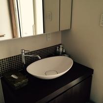 ・・・バスルーム・・・