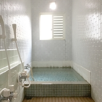 *温泉一例/天然温泉のアルカリ単純泉にゲルマニウム原石を入れ『湯冷め知らず』と好評です!