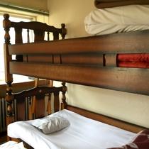 *洋室(シングルベッド+2段ベッド)一例/懐かしさを感じる洋室は2段ベッドを設置しております。