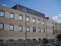 ホテル外観写真南側(駅側)