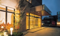 ホテル玄関夜景(富士山口より北に向かって徒歩約5分)。24時間受付。