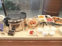 地産地消の食材を中心とした和洋朝食ブッフェ