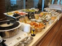 地産地消の食材中心の和洋朝食バイキング