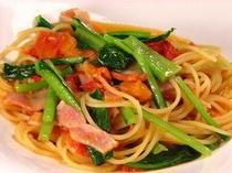 フレッシュトマトと小松菜のスパゲッティ