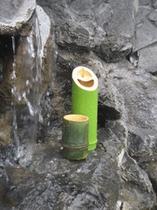 専用の竹のぐい飲みと徳利「露天でお酒プラン」