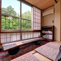 *客室カフェ/窓から吹く心地よい風と共に、丁寧に淹れたコーヒーで至福のひと時。